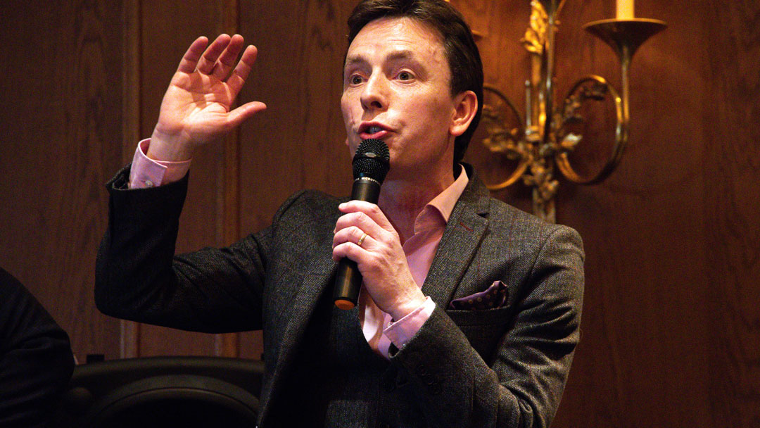 Ken Doherty entertains the OysterClubX guests at half-time.